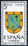 Le timbre imprimé en Espagne a consacré aux bras des expositions Sahara de capitales de province Image stock