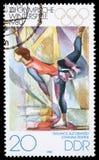 Le timbre imprimé en RDA montre le ` d'eis de DEM de forces d'appoint d'équilibre de ` de Johanna Starke photographie stock