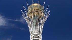 Le timelapse de Bayterek est un monument et une tour d'observation à Astana Symbole principal de ville banque de vidéos