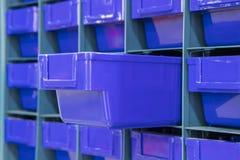 Le tiroir en plastique pour garder partie I photo stock