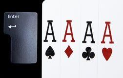Le tisonnier quatre de casino d'Internet des as aimables carde des coeurs de combinaison Photographie stock libre de droits