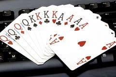 Le tisonnier quatre de casino d'Internet des as aimables carde des coeurs de combinaison Image libre de droits