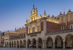 Le tissu Hall Sukiennice de Cracovie Image libre de droits