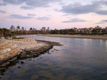 Le téléphone Aviv Israel de rivière de Yarkon Images libres de droits
