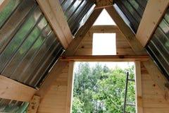 Le toit d'une toilette ou d'une grange de rue photo libre de droits