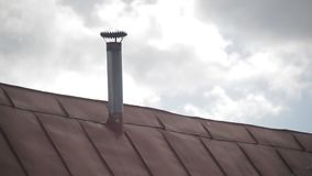 Le toit de fer de la maison banque de vidéos