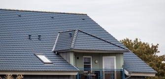 Le toit de la maison photos stock