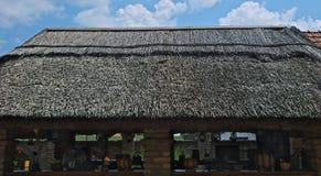 Le toit de Reed sur le hangar traditionnel serbe, se ferment  images libres de droits