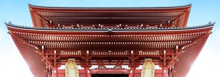 Le toit rouge iconique du Japon photographie stock