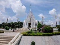 Le tombeau de pilier de ville de la province de Surat Thani Photos stock