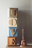 Le ton de vintage du mot AMOUR a défini sur une rangée d'en lettres Photo stock