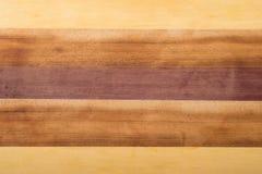 Le ton quatre a teint le bois brun, jaune, et rougeâtre pour le fond image libre de droits
