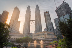 Le torri gemelle di Petronas in Kuala Lumpur, Malesia Fotografie Stock Libere da Diritti