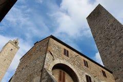 Le torri raggiungono al cielo in st Gimigniano, Italia fotografia stock libera da diritti