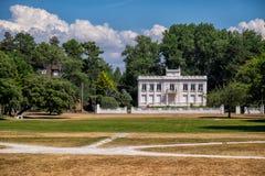 LE TOUQUET-PARIS-PLAGE/FRANCE - AUGUSTI 2018: Jardin D ` Ypres eller Central Park Fotografering för Bildbyråer