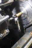 Le tour automatique coupe la cannelure pour le coupeur de détail Photo stock