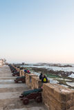 Le touriste chez Skala de la Ville près de la mer Photos stock