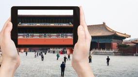 le touriste photographie la cour du temple impérial photo libre de droits