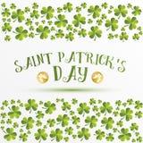 Le trèfle part du modèle Carte de voeux pour le jour de St Patricks Photo stock