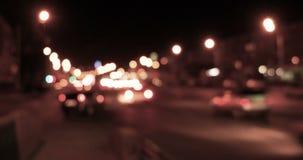 Le trafic brouillé de nuit banque de vidéos
