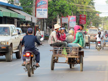 Le trafic cambodgien de rue Photo stock