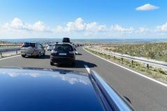 Le trafic d'été sur la route Photographie stock libre de droits