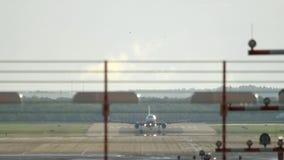 Le trafic d'aéroport de Dusseldorf banque de vidéos