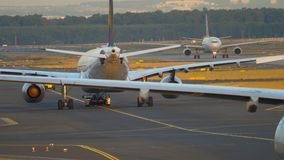Le trafic d'aéroport de Francfort banque de vidéos