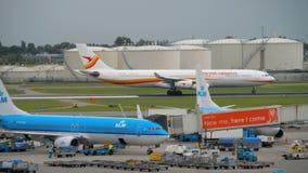 Le trafic d'aéroport de Shiphol banque de vidéos