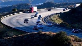 Le trafic d'autoroute banque de vidéos