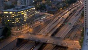 Le trafic d'un état à un autre de lever de soleil de Seattle banque de vidéos