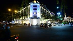 Le trafic dans HCMC du centre la nuit - Ho Chi Minh City (Saigon) Vietnam banque de vidéos