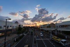 Le trafic dans le coucher du soleil Osaka, Japon Photo libre de droits