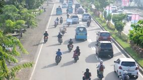 Le trafic dans Makassar, Indonésie clips vidéos