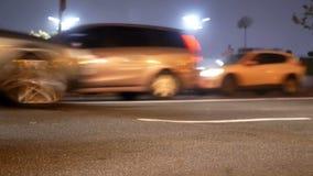 Le trafic de brouillard de route de voiture banque de vidéos