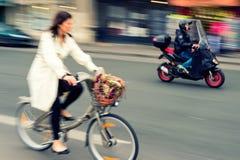 Le trafic de cycle de ville Photo stock