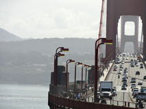 Le trafic de golden gate bridge images libres de droits