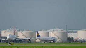 Le trafic de l'aéroport de Shiphol banque de vidéos