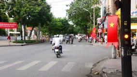 Le trafic de laps de temps sur la rue passante - Pham Ngu Lao - Ho Chi Minh City Vietnam banque de vidéos