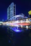 Le trafic de nuit dans la route de sathorn, Bangkok photos stock