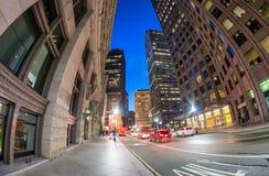 Le trafic de nuit de Boston dedans en centre ville Photographie stock libre de droits