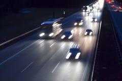 Le trafic de nuit sur une route allemande Photos libres de droits