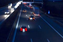 Le trafic de nuit sur une route allemande Photographie stock libre de droits