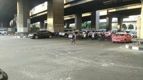 Le trafic de route à Bangkok banque de vidéos