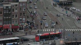 Le trafic de rue à Amsterdam - vue aérienne le soir - AMSTERDAM - PAYS-BAS - 19 juillet 2017 clips vidéos