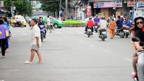 Le trafic de vélomoteur dans Ho Chi Minh City du centre (Saigon) Vietnam banque de vidéos