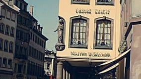 Le trafic de voiture de cru de Strasbourg banque de vidéos