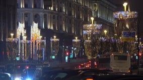 Le trafic des véhicules à moteur dans le ` s Moscou de nouvelle année clips vidéos