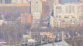 Le trafic des véhicules au pont communal clips vidéos