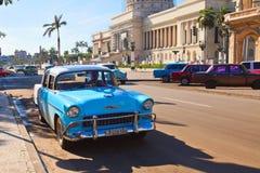 Le trafic devant le capitol, La Havane, Cuba Photos libres de droits